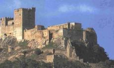 El castillo de Alburquerque, listo para el combate